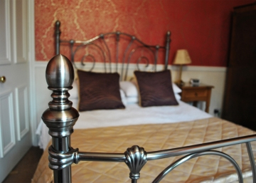 peony room bed 2